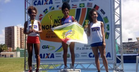 Gleyce Kelly no lugar mais alto do pódio: novamente campeã no heptatlo